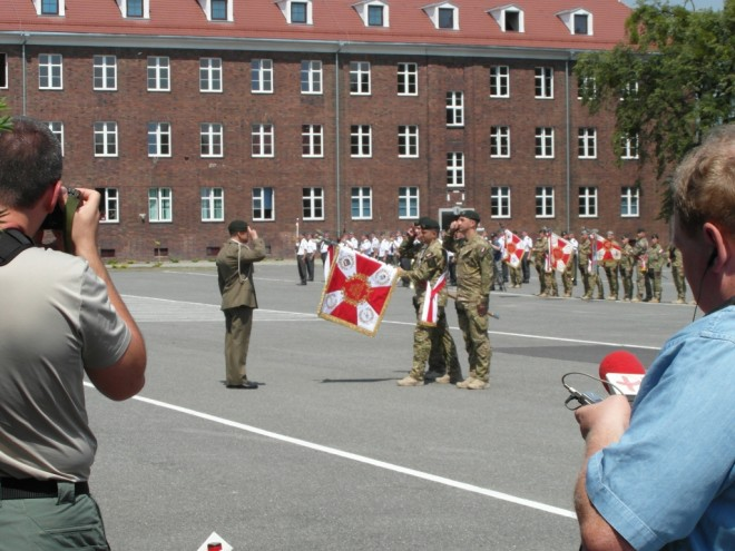 The Unit's Commander Colonel Slawomir Berdychowski gives honours to the new Standard.