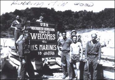 1945_UDT21WelcomesMarines-sofrep