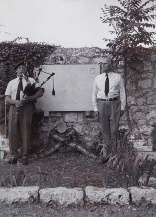 Jack Churchill playing his pipes at a 1973 memorial service
