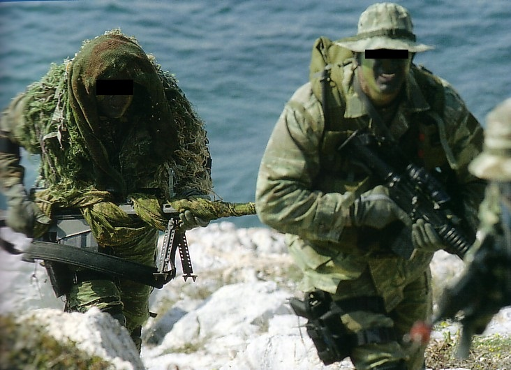 3rd Assault company personel moving during training on islet. Nowadays the unit uses a digitized version of the greek lizard camo.