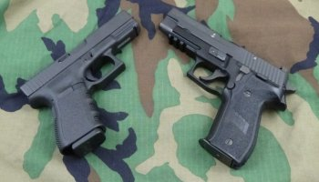 Best Gun For The SEALs? Sig MK25 vs Glock19