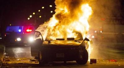 Milwaukee police in standoff with crowd after fatal shooting