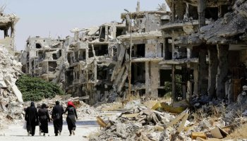 Aid Convoy Is Hit in Syria as Cease-Fire Falters and Bombings Resume