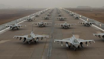 Watch: F-16 Falcons on display like you have never seen before!