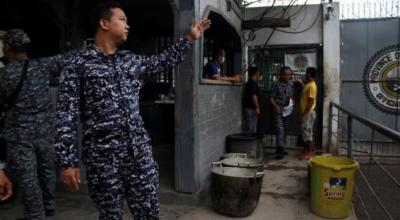 Armed men linked to Muslim rebels free more than 150 from Philippine prison
