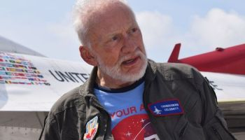 buzz-aldrin-oldest-person-fly-with-thunderbirds