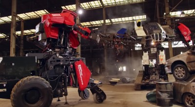 American and Japanese giant robots finally meet in battle… and the results are boring