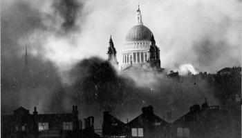 """The Luftwaffe Starts the """"Second Great Fire of London, 1940"""