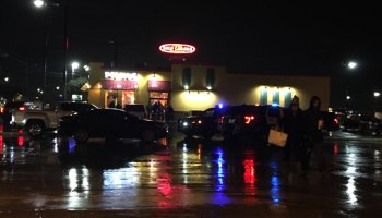 Father defends family, shoots robber at Popeye's Louisiana Chicken