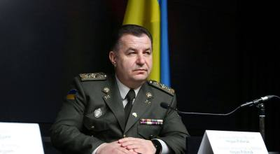 Ukraine's Minister of Defense addresses Russian troop movement at the border