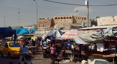 Bazaar in Kirkuk's city center. | By Levi Clancy [CC BY-SA 4.0], from Wikimedia Commons
