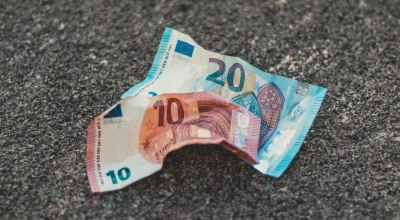 Two 10 and 20 banknotes on floor/ Christian Wiediger on Unsplash