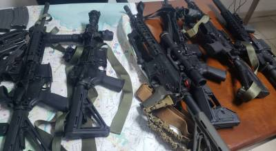 Pictures of the weapons confiscated from American and Serbian contractors by the police