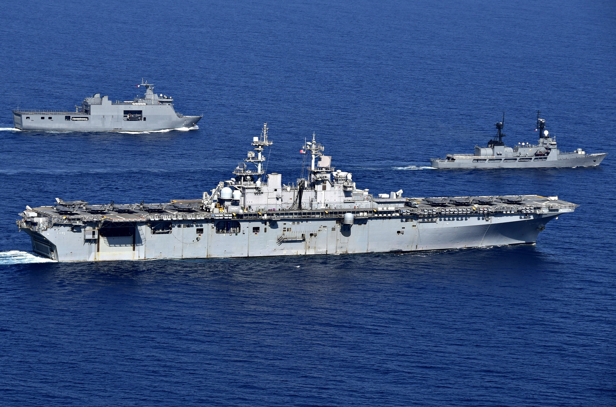 USS Wasp carries full load of F-35s alongside Philippine navy