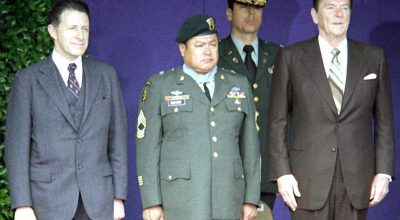 Army Master Sgt. Roy P. Benavidez (center) is flanked by Defense Secretary Caspar Weinberger (left) and President Ronald Reagan at his Medal of Honor presentation ceremony in 1981. The Special Forces soldier was cited for heroism in Vietnam in 1968. (Photo source: Ron Hall, US Air Force.)