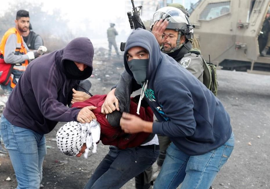 Mista'arvim and Israeli security forces arrest Palestinians during a rock-throwing protest.