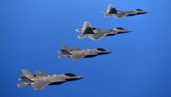 F-22 Raptor Vs F-35 Lightning II: Who Wins This Dogfight?