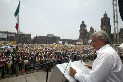 https://i1.wp.com/cms7.blogia.com/blogs/h/ho/hoy/hoyhayresistencia/upload/20070702041036-amlo-en-el-zocalo.jpg