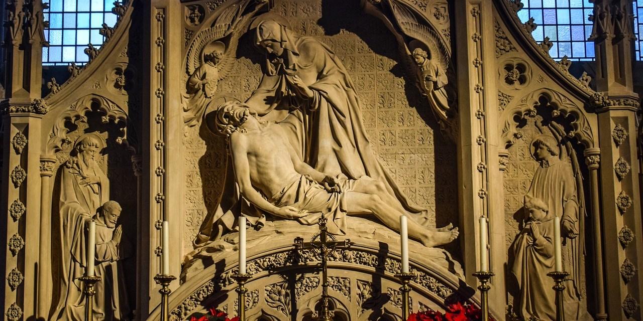 Permanecer con María en el silencio del Sábado Santo