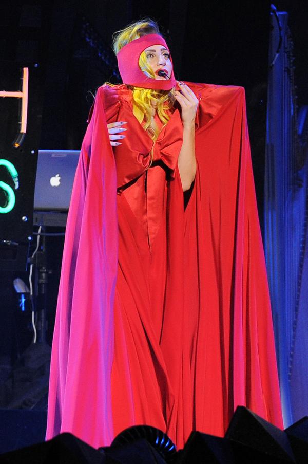 cliomakeup-star-povere-lady-gaga-4-costume-rosso