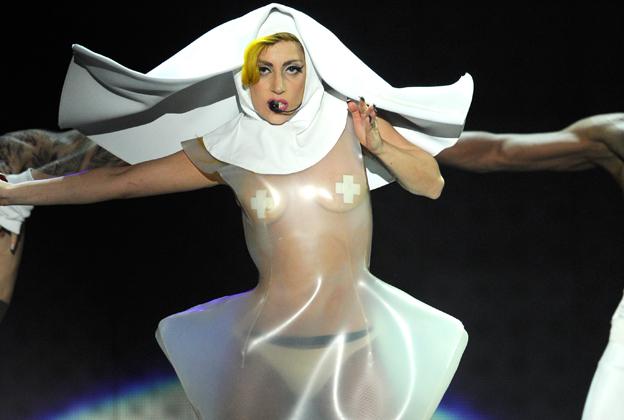 cliomakeup-star-povere-lady-gaga-5-costume-suora