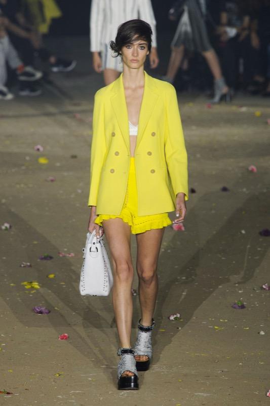 ClioMakeUp-mellow-yellow-trend-primavera-estate-2017-giallo-vestiti-abbinamenti-4