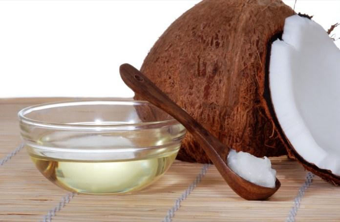 ClioMakeUp-massaggio-cuoio-capelluto-olio-cocco