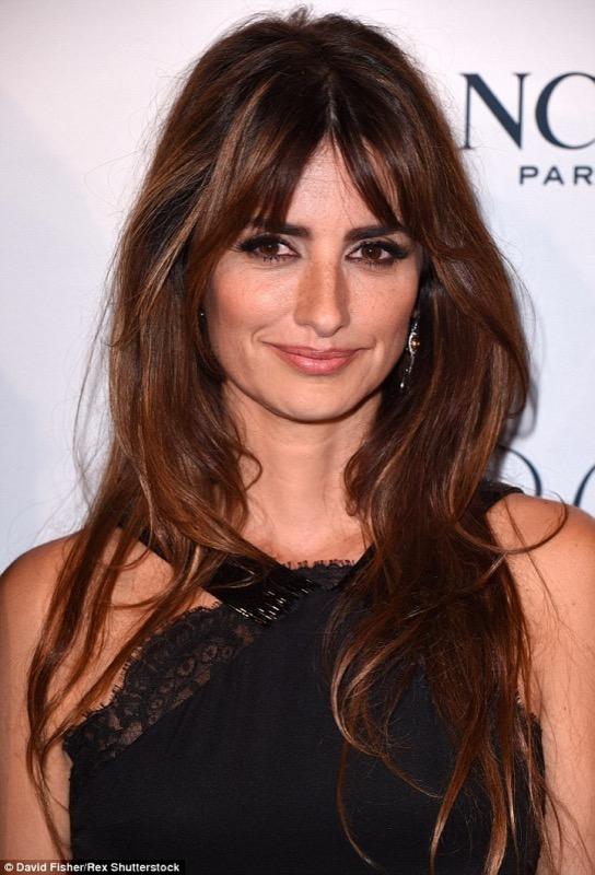 ClioMakeUp-frangia-a-tendina-brigitte-bardot-trend-capelli-acconciature-look-giorno-sera--1
