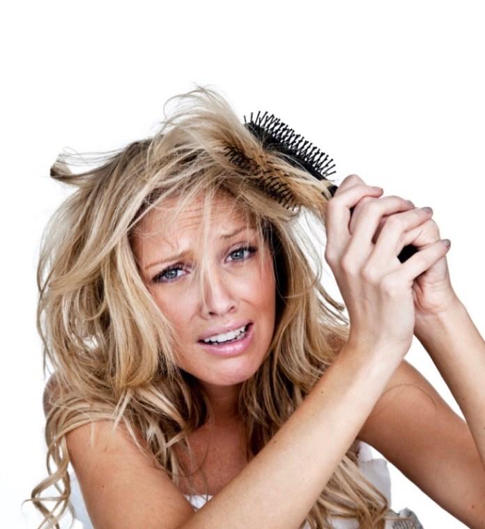 ClioMakeUp-errori-spazzolare-capelli-spazzola-nodi