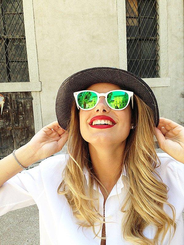 ClioMakeUp-occhiali-da-sole-colorati-rosa-azzurri-rossi-gialli-arancioni-vintage-16