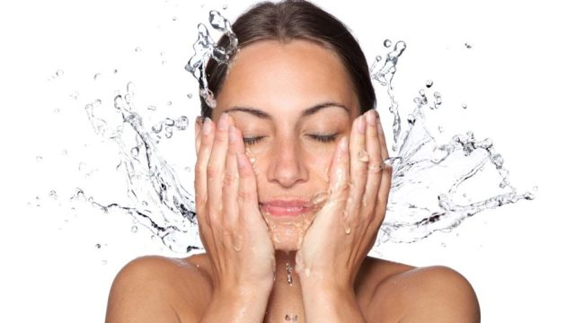 cliomakeup-acqua-minerale-viso-1