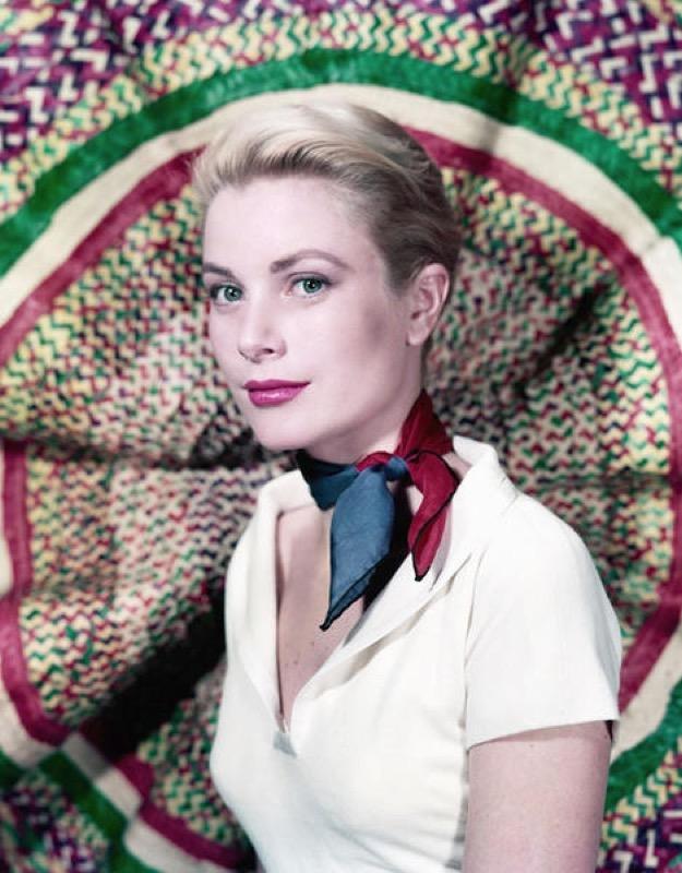 cliomakeup-outfit-foulard-11-grace-kelly.jpg