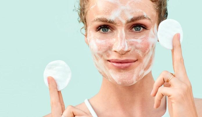 cliomakeup-skincare-pelle-acneica-11-detergente-schiumogeno