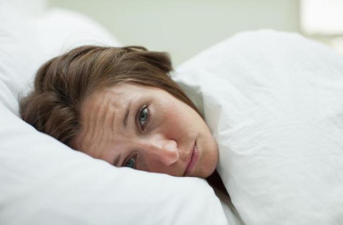 cliomakeup-come-prevenire-prime-rughe-5-rughe-sonno