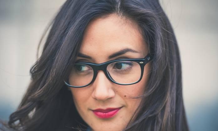 cliomakeup-trucco-occhiali-2-sopracciglia