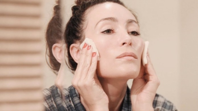 cliomakeup-prodotti-senza-profumo-skincare-7-applicare-tonico