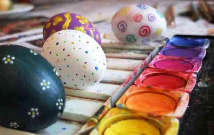 cliomakeup-idee-pasqua-bambini-dipingere-uova