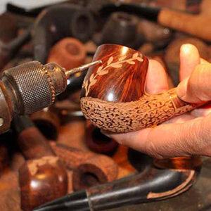 Ch. Courrieu, pipe en bois gravée fabriquée en France à Cogolin en Provence-Alpes-Côte d'Azur