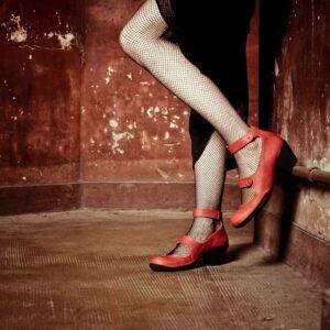 Chaussures écoresponsables ouvertes rouges Art-h-pied, fabriquées en France à Nantes