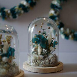 Décoration florale sous cloche Atelier Garlantez, réalisé en France