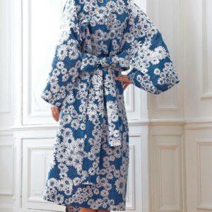 Sortie de lit kimono long bleu à fleurs blanches Blanc des Vosges, fabriqué en France dans les Vosges