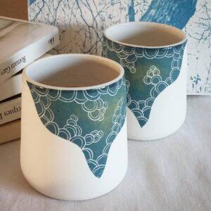 Pots blancs et bleu La Terre de Balthazar, fabriqués en France en Île-de-France