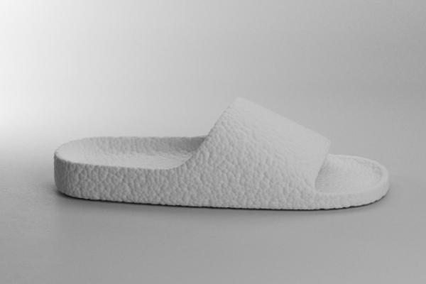 設計師 Oleksandr Shestakovych 打造全 BOOST 概念拖鞋