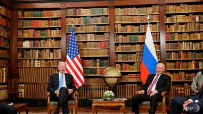 Sedikit kehangatan meskipun panas di KTT Biden-Putin