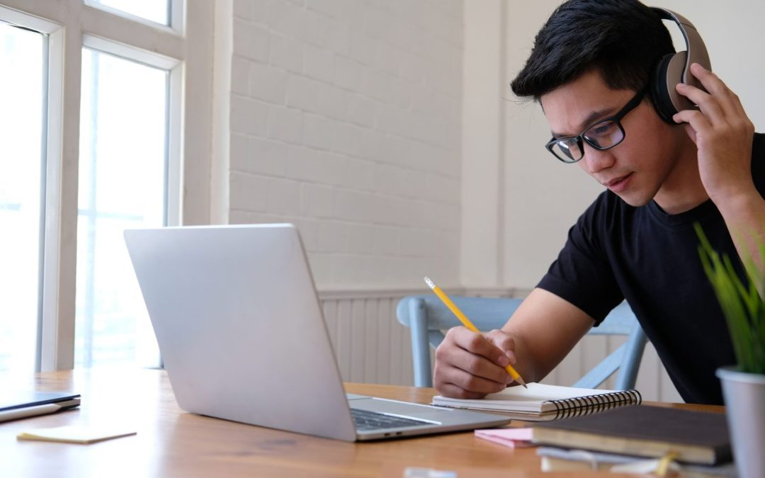 Estudar inglês online: conheça as principais vantagens