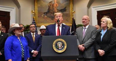 Donald Trump weakens environmental regulations with new executive order