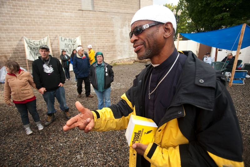 PAMPLIN MEDIA GROUP: CHRISTOPHER ONSTOTT - Homeless advocate Ibrahim Mubarak, one of the founders of Dignity Village in Northeast Portland, helped organize the move in at Right 2 Dream Too in 2001.