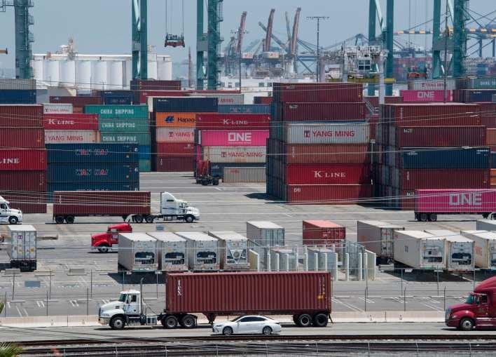 الصين: الجمارك الأمريكية الجديدة ستضر الاقتصاد العالمي.. وسنرد بإجراءات مضادة - CNN Arabic