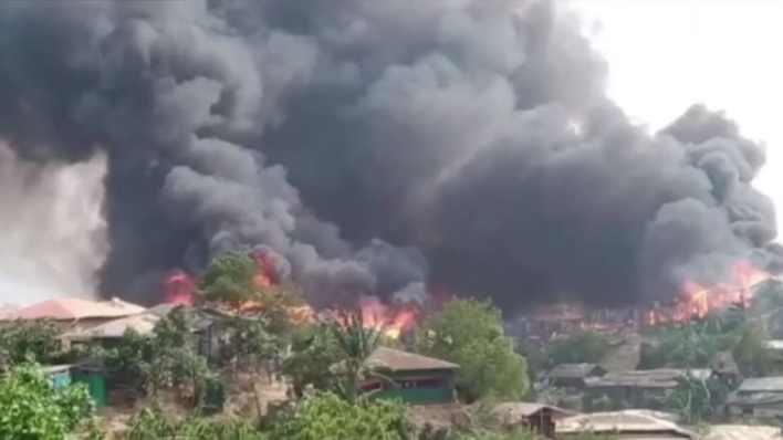 فيديو يظهر الدمار بعد حريق مميت في مخيم للاجئين.. ومئات الضحايا