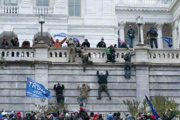 01-06-2021-Donald-Trump-MAGA-Supporters-Breach-the-Capitol-Building-CNN7